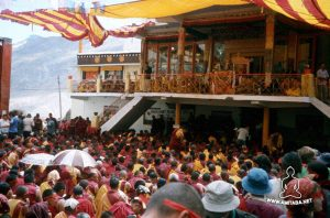 Il Dalai Lama sul palco