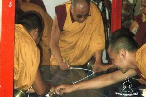 Il Dalai Lama pone gli assi