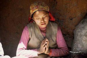 Luri Gompa, giovane in preghiera